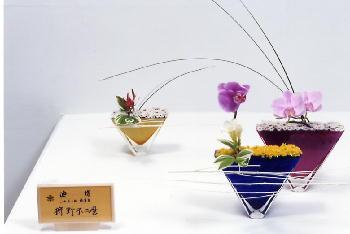 若い頃、福岡岩田屋、青年部花展に出品した作品です